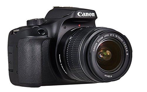 La Canon EOS 4000D con obiettivo montato