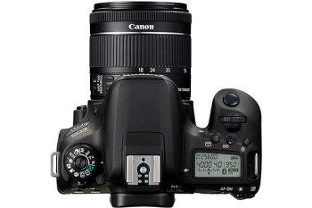 Canon EOS 77D: parte superiore con display aggiuntivo e ghiera