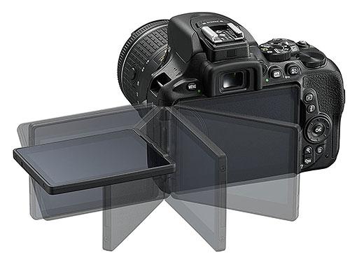 Nikon D5600 display orientabile