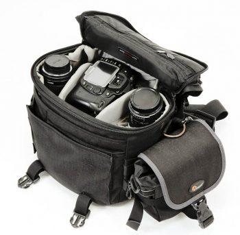 fotocamera Reflex dentro borsa