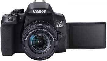 la Canon 800D con il display ribaltato
