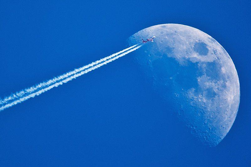 fotografare la luna includendo altri elementi: esempio