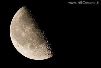 Luna ripresa con teleobiettivo